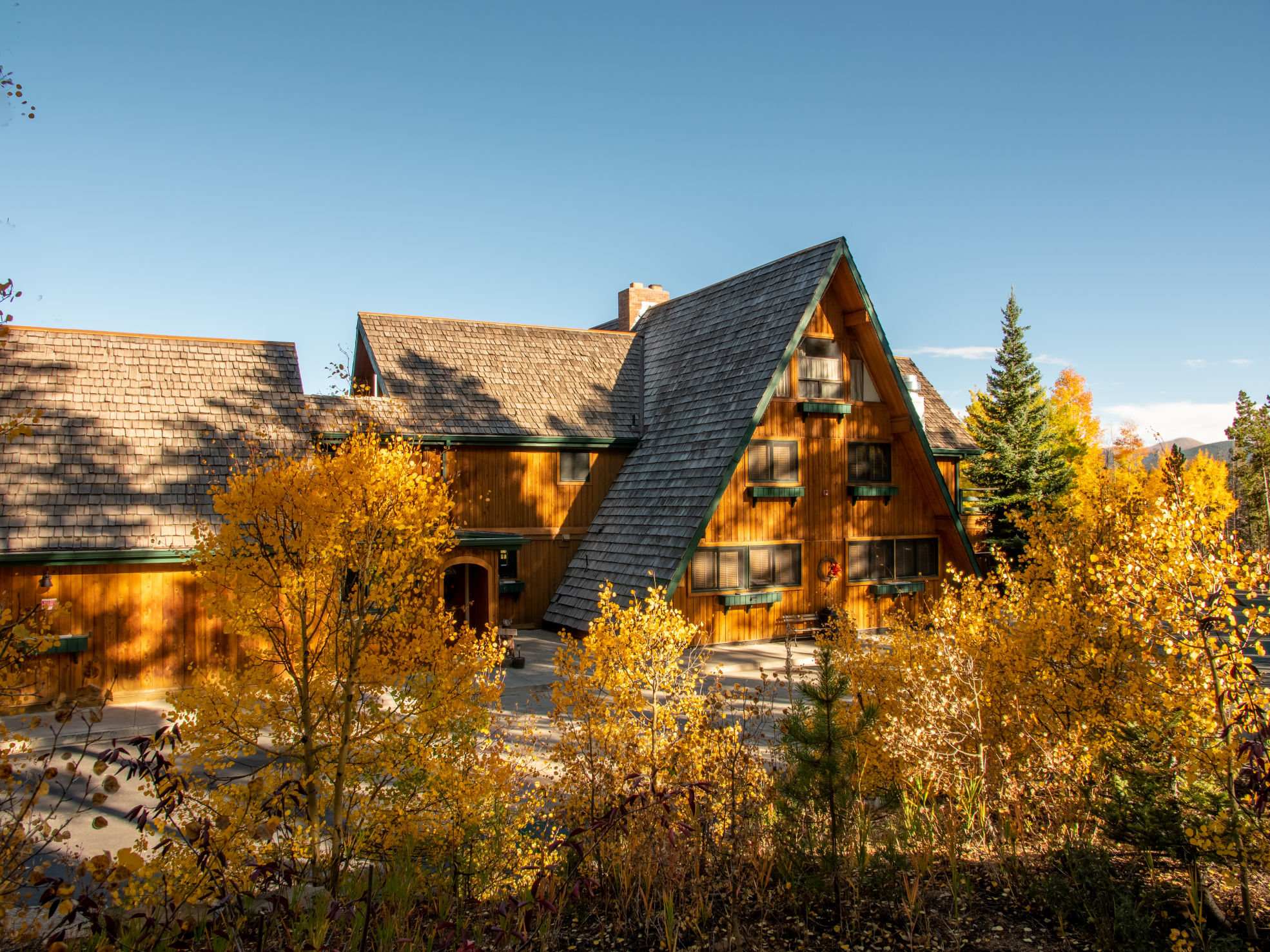 Fall exterior of High Country Lodge in Breckenridge